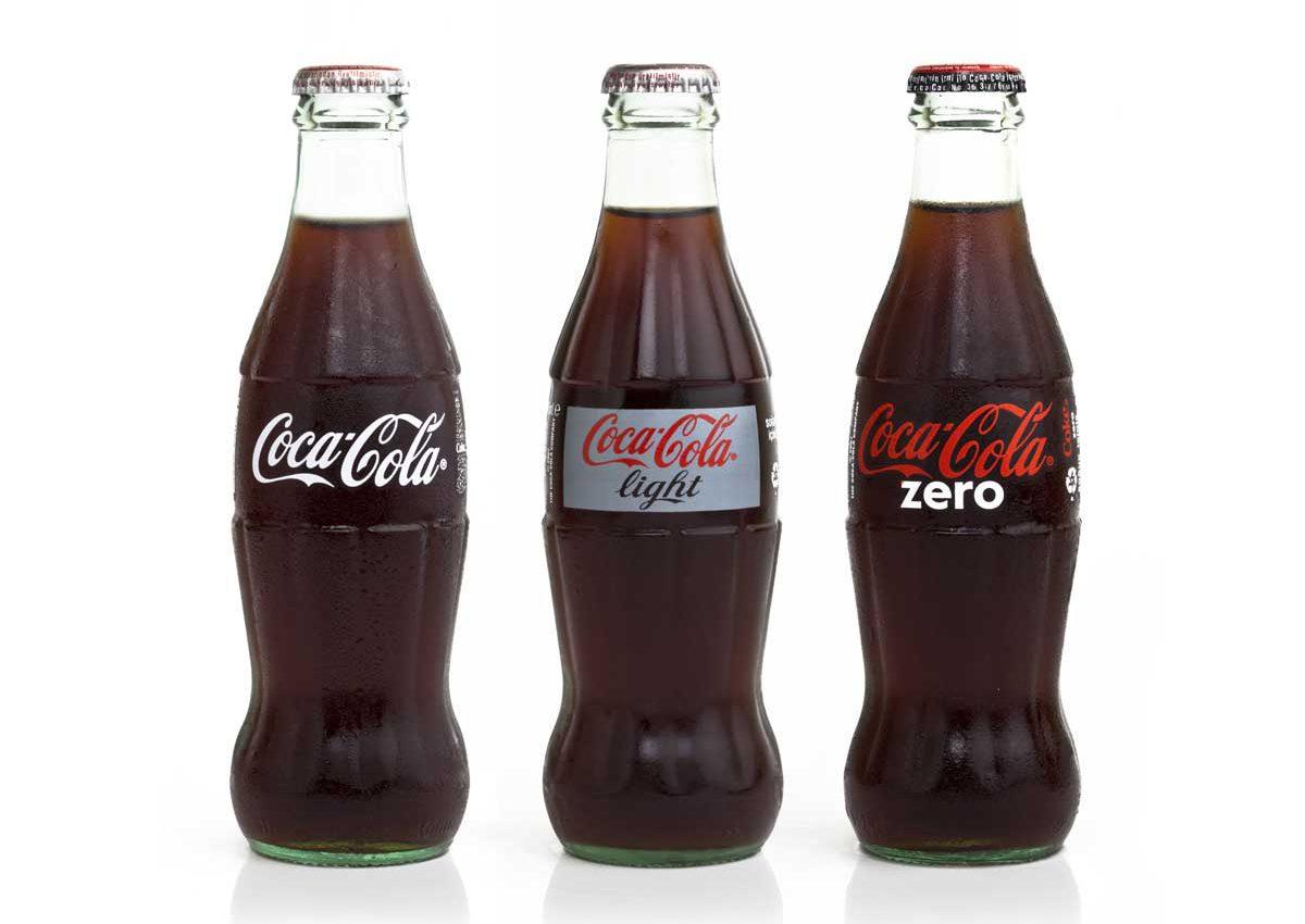 WillBe-L'iconica bottiglia della Coca Cola nelle tre varianti: Classica, Light e Zero