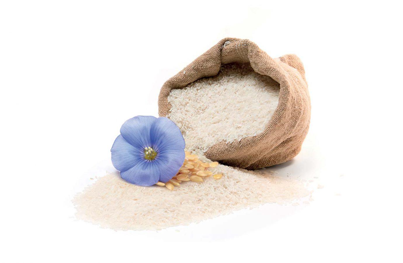 Sacchetto di riso bianco con fiore azzurro usato nel packaging design di prodotti cosmetici naturali realizzato da WillBe